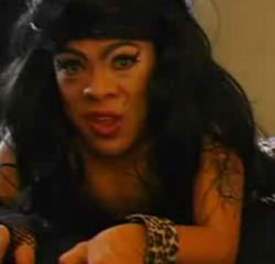 В Интернете появилась мини-копия Эми Уайнхаус (Amy Winehouse) (видео)
