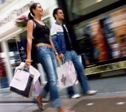 """Российские \""""белые воротнички\"""" тратят до четверти зарплаты на покупку одежды"""