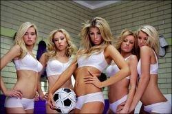 Бразильская команда по женскому футболу признана самой сексуальной (видео)