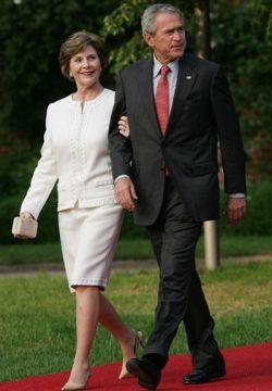 Джордж Буш отправляется в большое турне по Европе