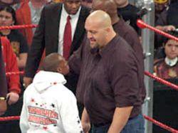 Флойд Мейвезер дебютировал в рестлинге, отправив в нокаут гиганта Big Show