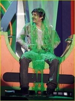 Орландо Блума облили краской на вручении премии Kids' Choice Awards 2008 (фото)
