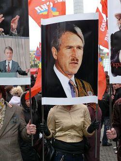 Украинские коммунисты подготовились к приезду Джорджа Буша (фото)