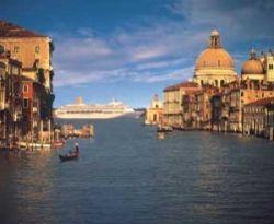 Гигантская дамба в Италии превратилась в коралловый риф