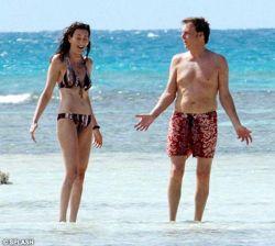 Папарацци поймали Пола Маккартни с новой пассией на пляже (фото)