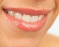Сохранить красивые зубы поможет улыбка