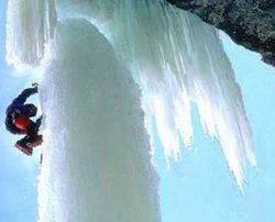 Скалолазы штурмуют «Ледяной клык» (фото)