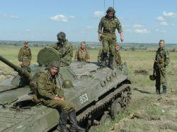 Солдаты внутренних войск МВД избавляются от тяжелого вооружения