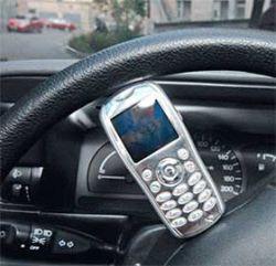 Судебные приставы будут забирать у водителей-должников магнитолы, запаски и мобильные телефоны