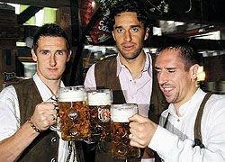 Производители пива надеются поправить дела с помощью футбольных болельщиков