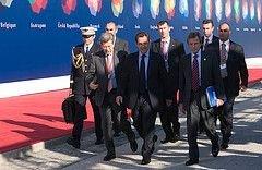 Французская оппозиция предложила вынести вотум недоверия правительству