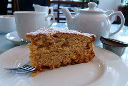 Жительница Чехии обезоружила грабителя чашкой чая и тортом