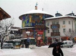 В Австрии из-за снегопада туристы не могут вернуться домой