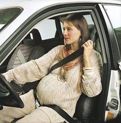 Использование автомобильного ремня безопасности беременными женщинами спасает жизнь ребёнку