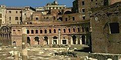 Форум Траяна в Риме туристы растаскивают по кусочкам