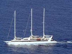 "Захваченная пиратами яхта \""Ле Понан\"" обнаружена в сомалийском порту"