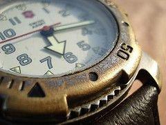 Экспорт швейцарских часов растет, количество подделок тоже