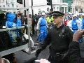 В Лондоне предпринята попытка потушить олимпийский огонь (видео)