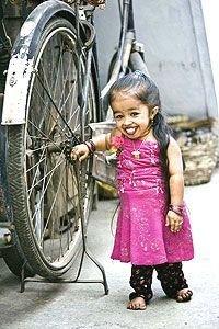 Самая маленькая девочка в мире гордится своим ростом (фото)