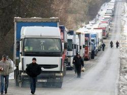 На польско-украинской границе очереди автомобилей. Время ожидания - около 60 часов