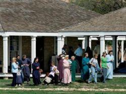 """Сектантское ранчо \""""Эльдорадо\"""" покинули сотни женщин и детей"""