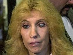 Журналист подал в суд на мать Эминема