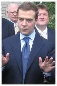 Дмитрий Медведев призвал улучшить условия работы россиян