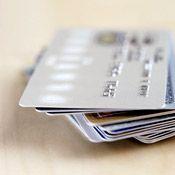 С владельцев пластиковых карт взимают запрещенный процент