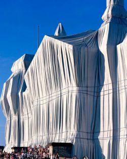 Необычные масштабные инсталляции от Кристо (Christo) (фото)