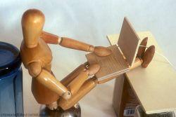 Самые распространенные позы для работы с ноутбуком (фото)