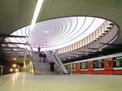 Самая красивая станция метро находится в Варшаве