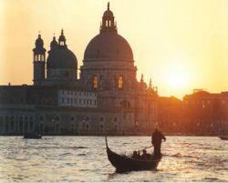 В Венеции туристам из США делают скидку на бедность