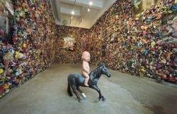 Гонконгский художник создал комнату из игрушек (фото)