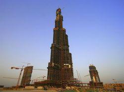 «Дубайская башня» стала самым высоким искусственным сооружением мира