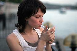 """Гигантский муляж окурка водружен в Лондоне в знак протеста против волны \""""сигаретного мусора\"""""""