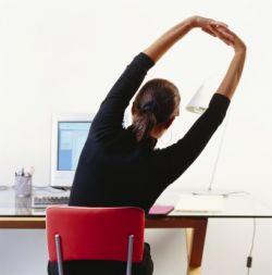 10 полезных упражнений на рабочем месте
