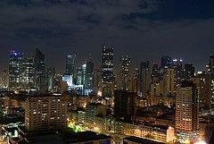 Падение крана на Филиппинах привело привело к отключению света в столице