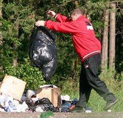 Выносить мусор опасно для здоровья, утверждают медики