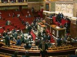Французским депутатам разрешили брать на заседания ноутбуки и мобильники