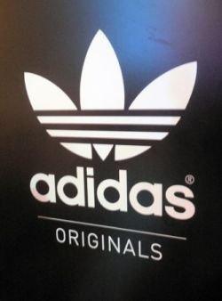 Adidas отсудил право на полосатый логотип