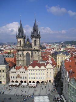 Праге не нужны туристы из Интернета