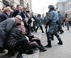 Милиционеры в Москве избили участников акции против избиения людей милиционерами