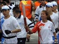Олимпийский огонь проходит эстафету в Аргентине