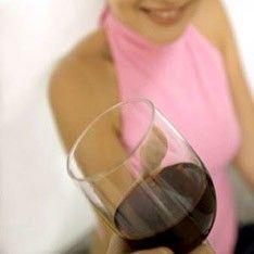 Алкоголь вызывает развитие рака груди