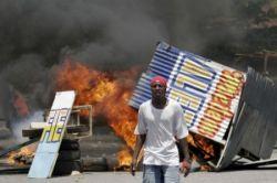 Бунт голодающих на Гаити (фото)