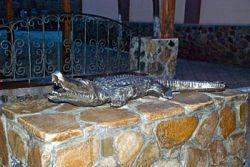 В Донецкой области установлен памятник сбежавшему крокодилу