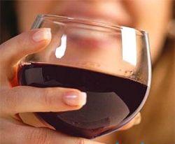 Употребление вина защищает женщин от слабоумия