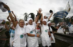 В Уругвае приготовили самое большое барбекю (фото)