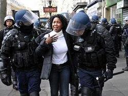 Французская полиция применила против студентов слезоточивый газ