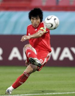 «Найк» и «Адидас» поспорили из-за обуви китайского футболиста
